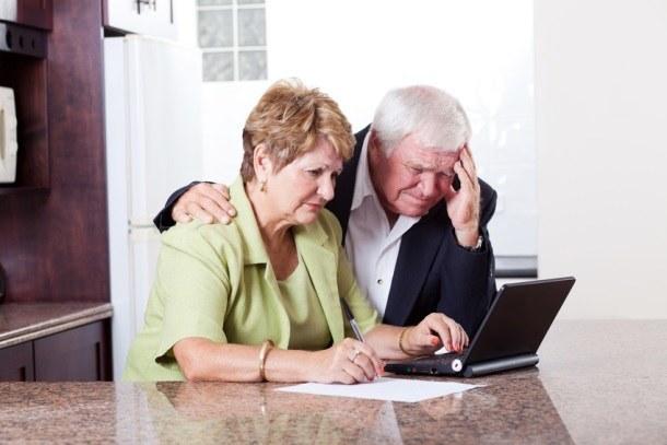 dziadki przed laptopem